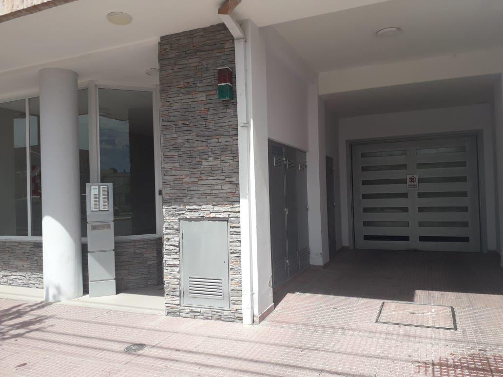 Departamento en venta de 2 dormitorios c/ cochera en Área Centro Este