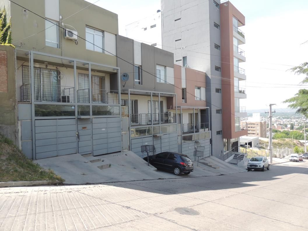 Venta Dúplex de 2 dormitorios con cochera en Barrio Gamma