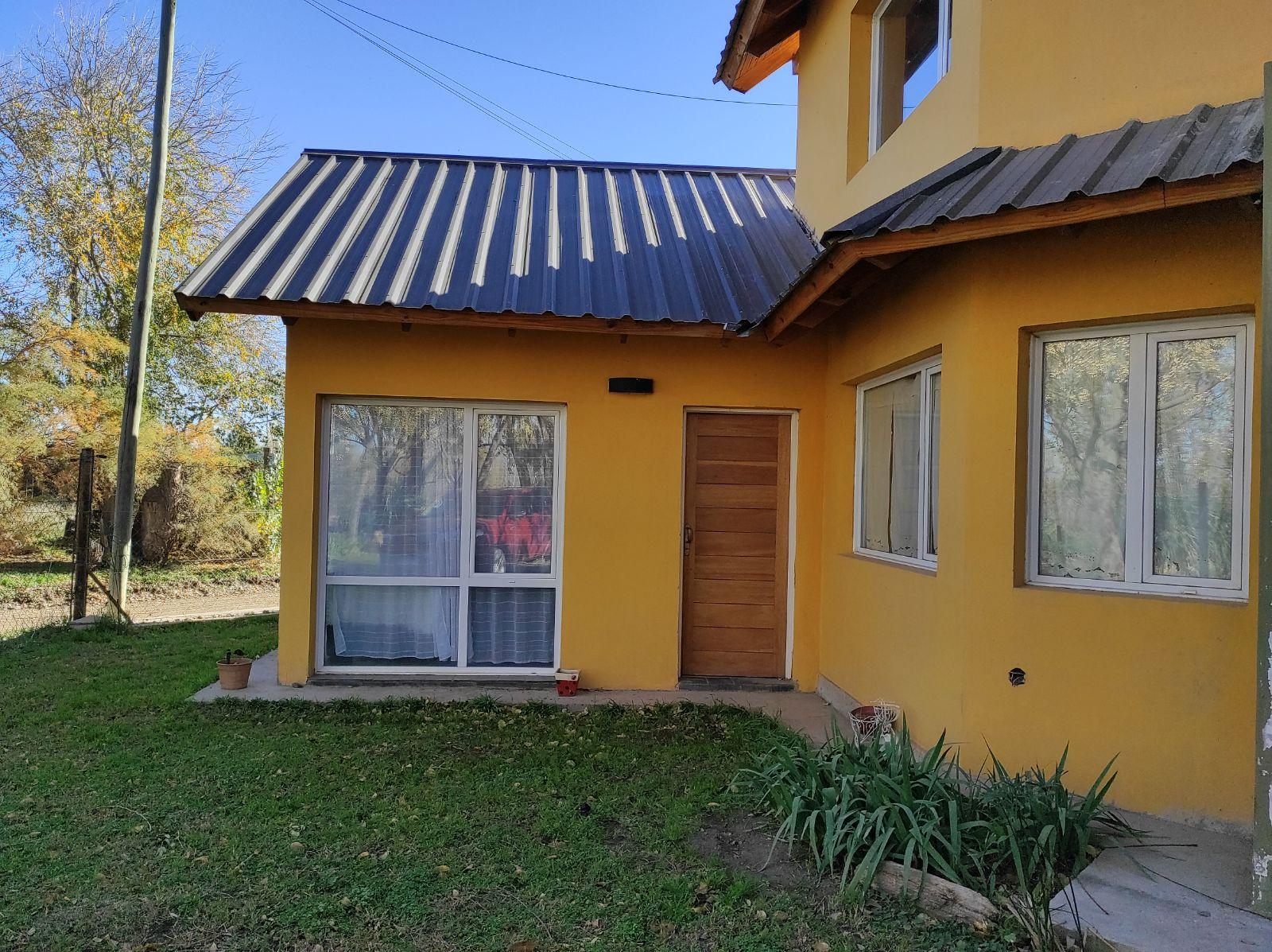 Casa en alquiler de 3 dormitorios c/ cochera en Plottier